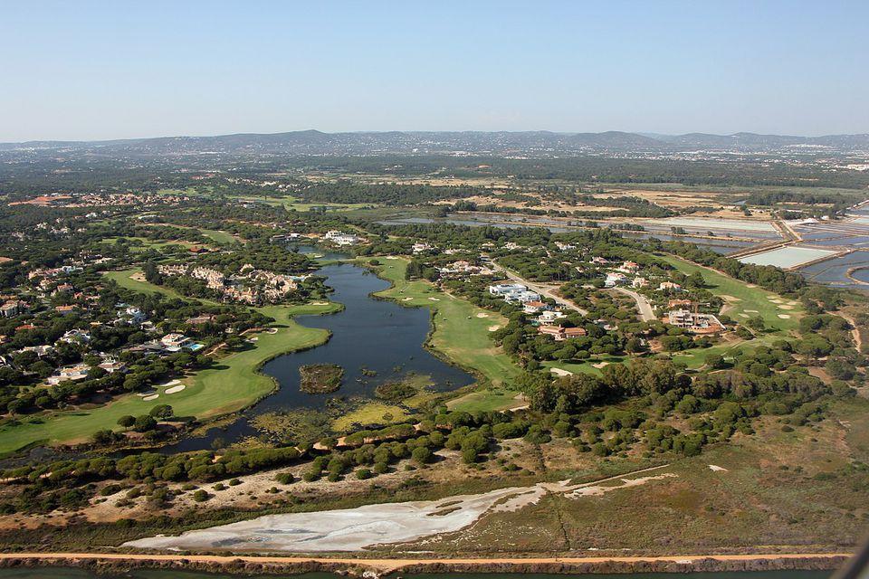 Vista aérea del campo de golf de San Lorenzo en Portugal.