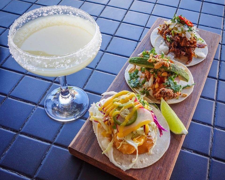 Tacos and a margarita at el Público
