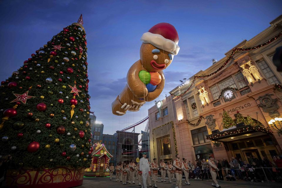 Universal Orlando Holiday Parade Featuring Macy's