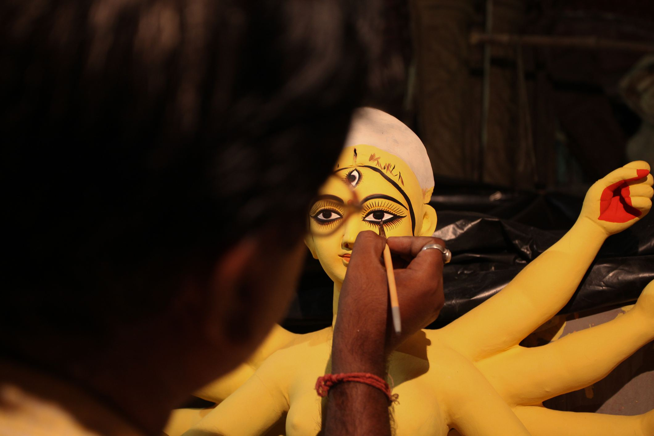 Drawing the eyes on Durga.