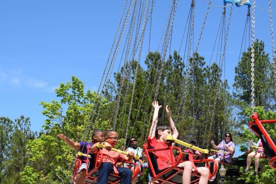 Alabama Splash Adventure swings ride