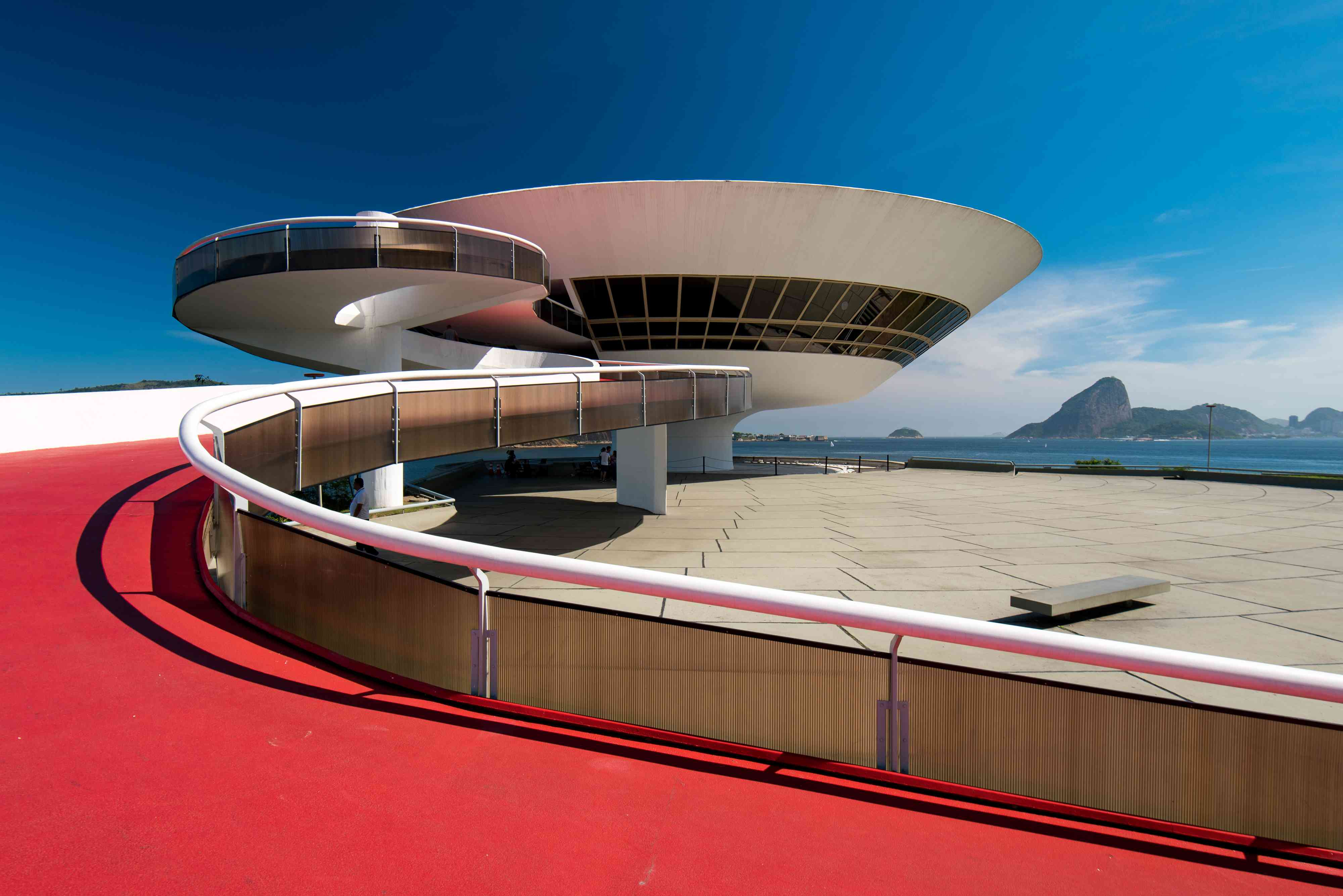 red, curved ramp leading to a white spaceship-like building, Oscar Niemeyer Contemporary Art Museum