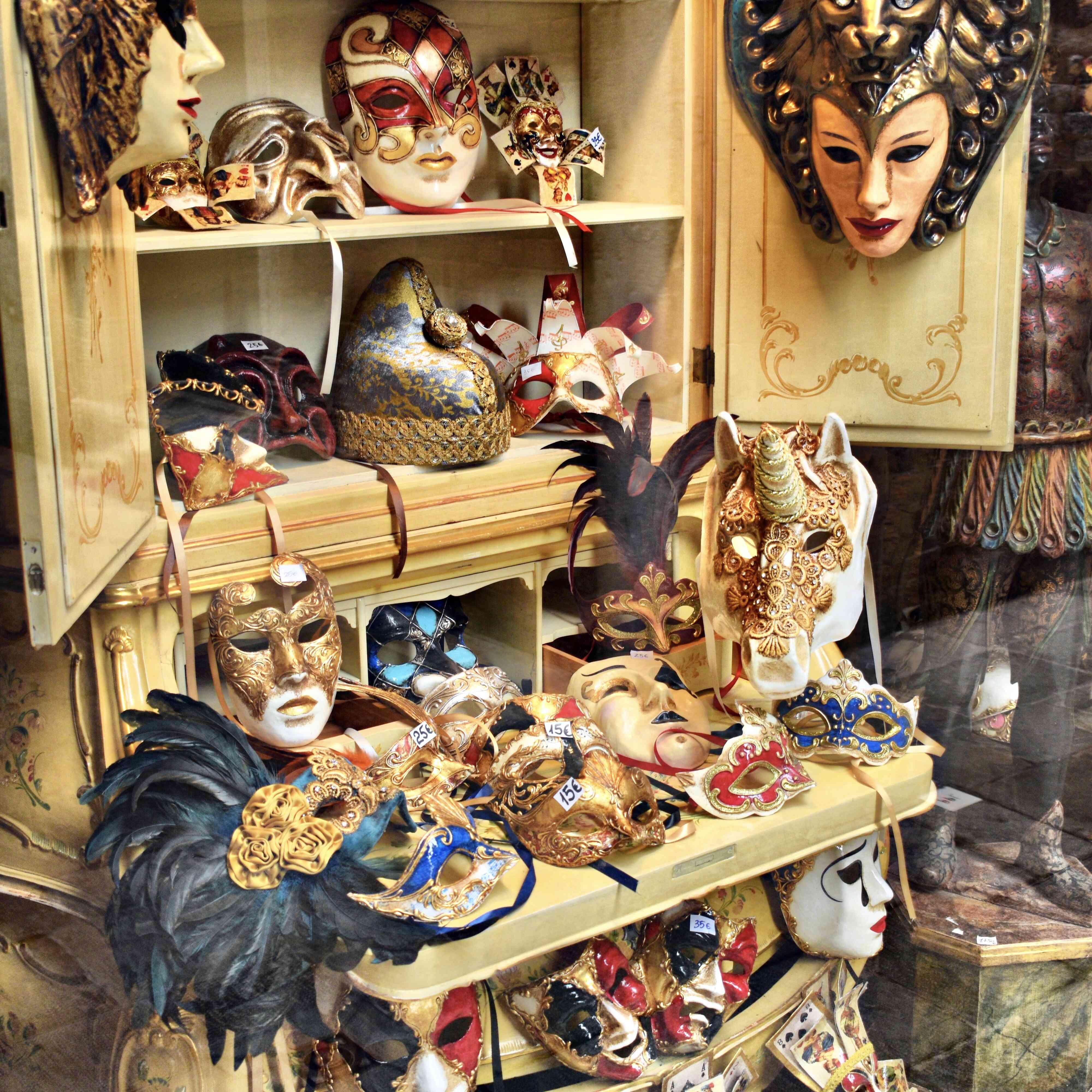 Varias máscaras de carnevale
