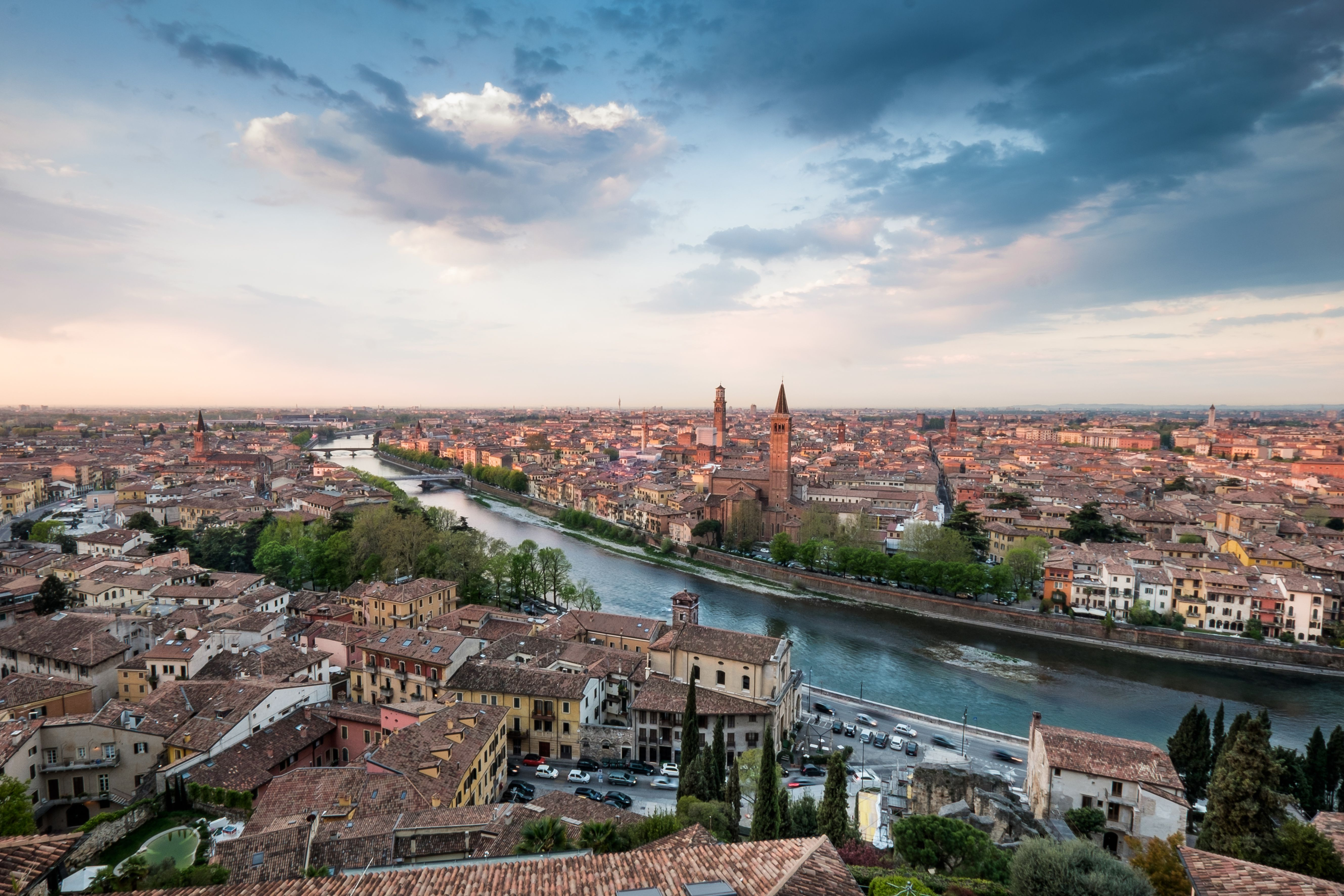 Italian Tourist: Top Sights And Tourist Attractions In Verona, Italy