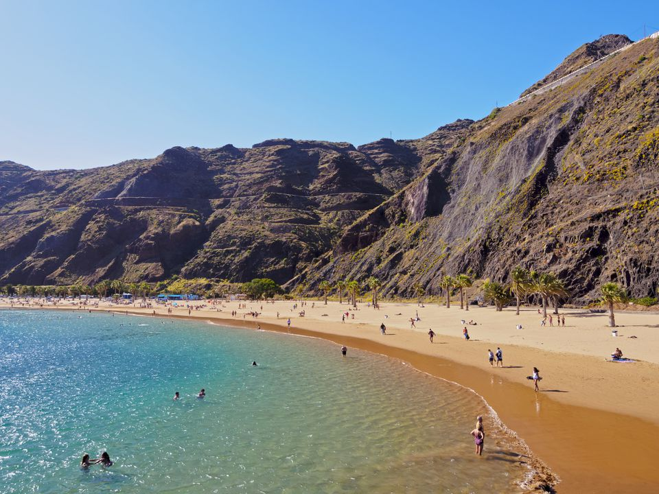 España, Islas Canarias, Tenerife, Santa Cruz de Tenerife, San Andrés, Playa Las Teresitas en un día soleado