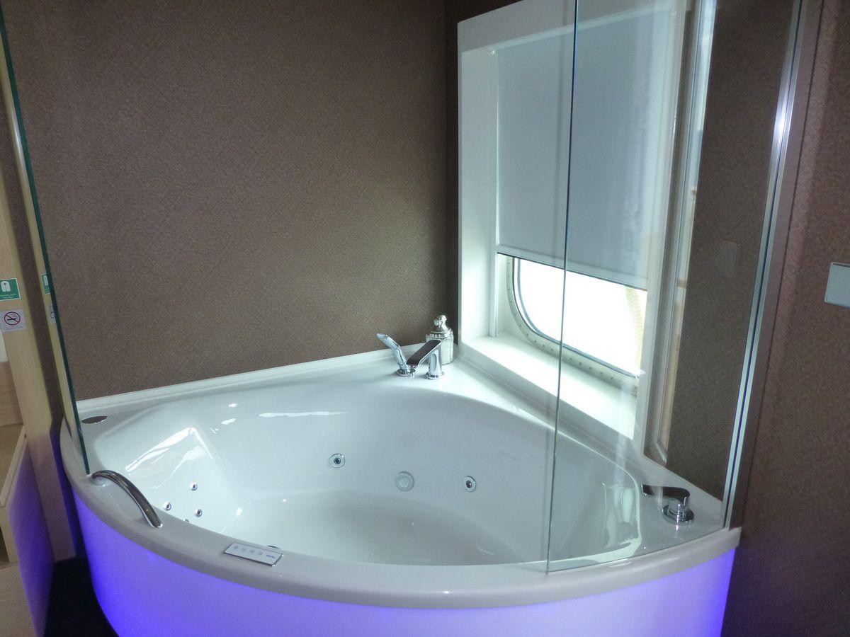 Norwegian Breakaway Spa Suite Whirlpool Tub