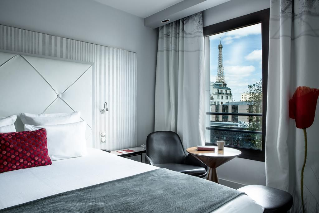 Le Parisis Hotel near the Eiffel Tower