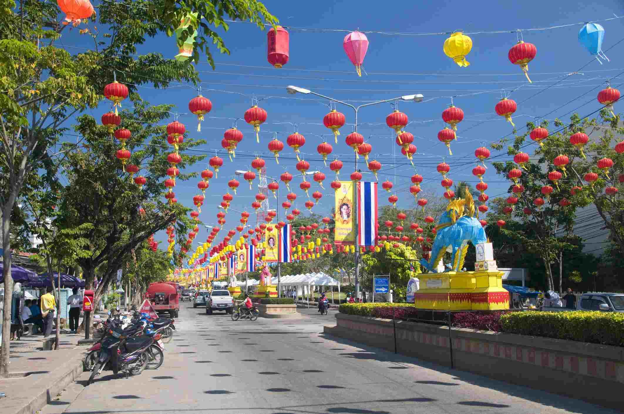Thailand, Hua Hin, street decorated for the king's birthday celebrations