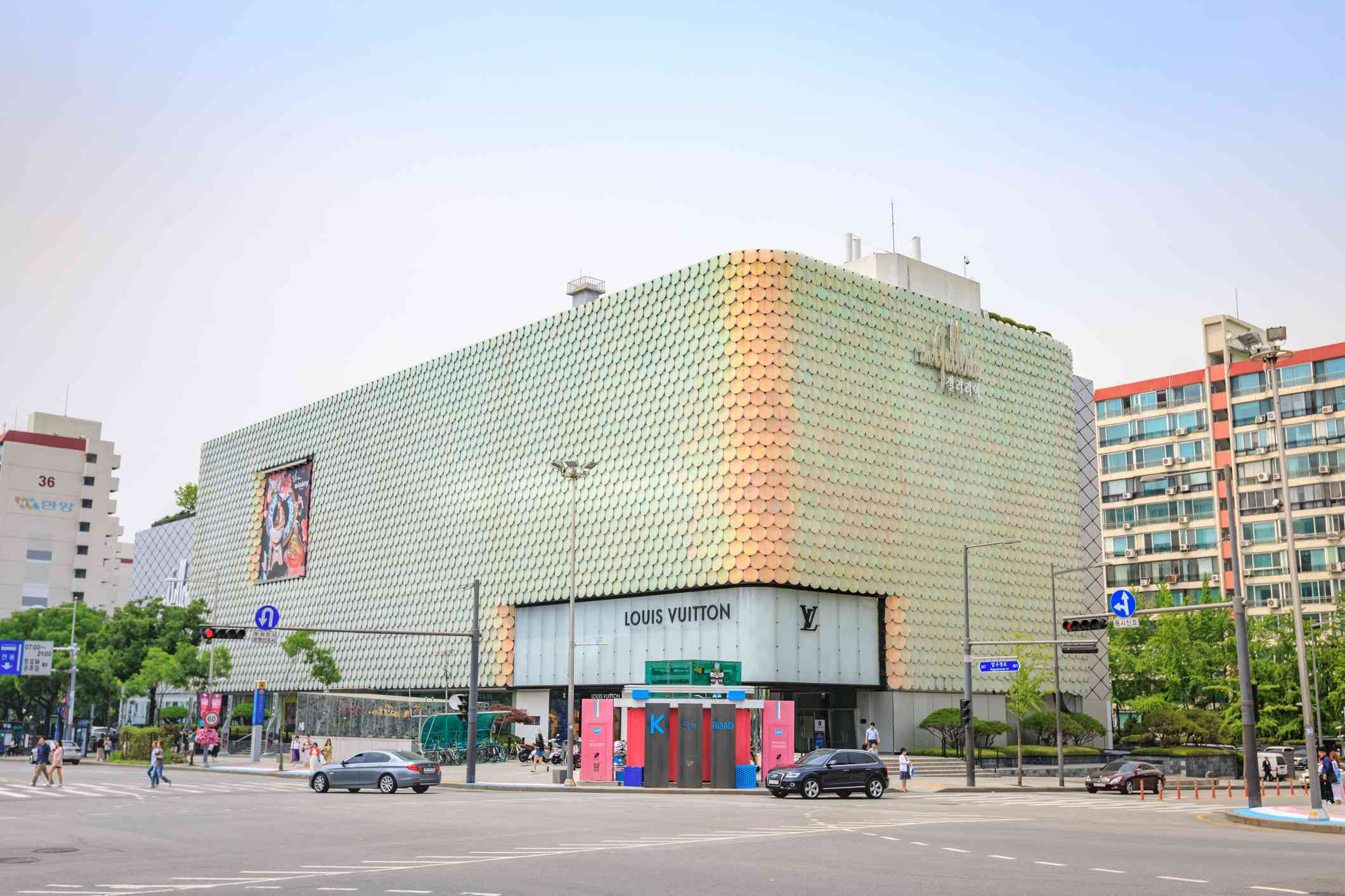Jun 19, 2017 Galleria Department Store known as the most popular luxury-brand fashion mall in Seoul, Korea