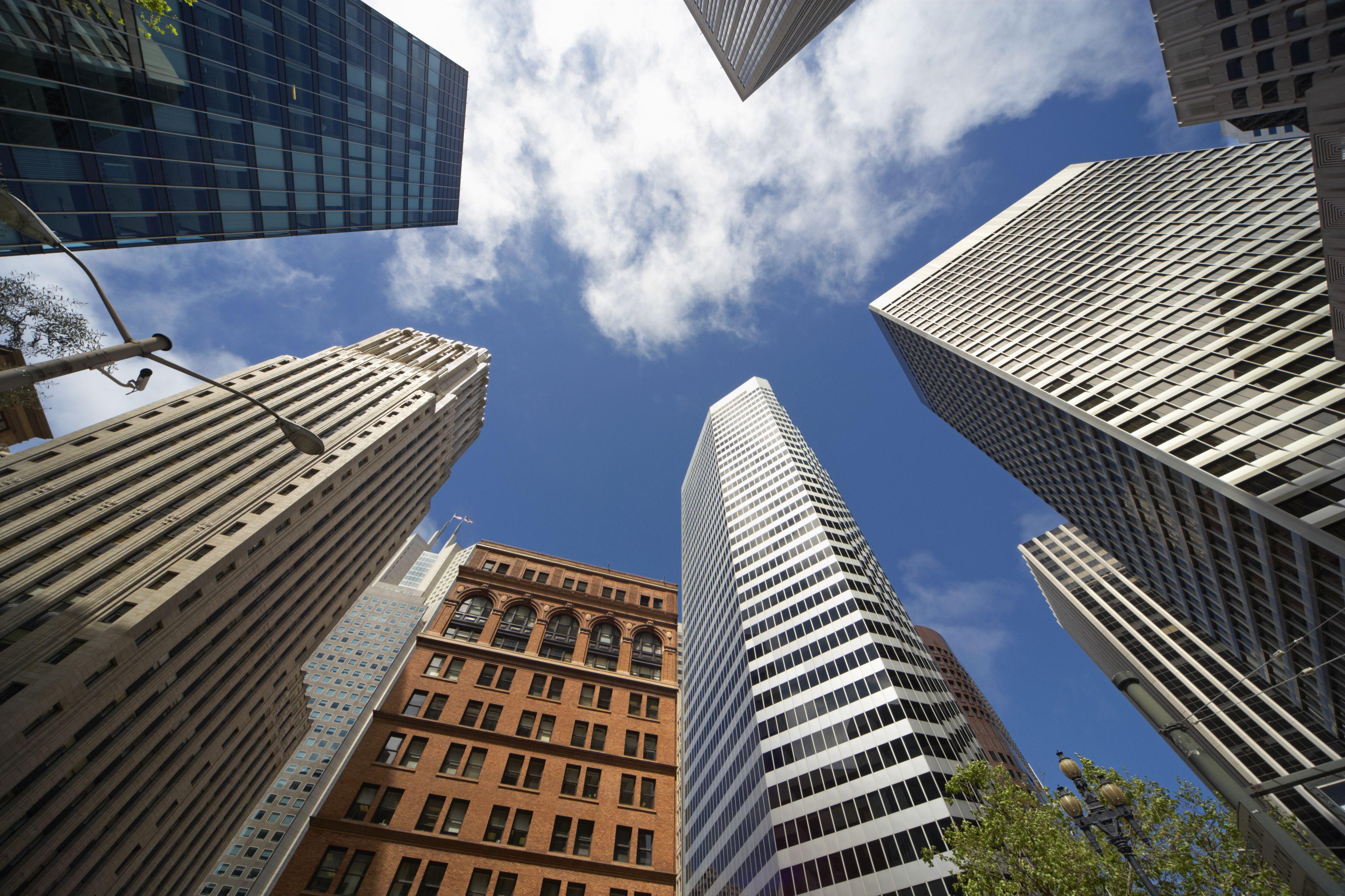 Vista de ángulo bajo de edificios en San Francisco .