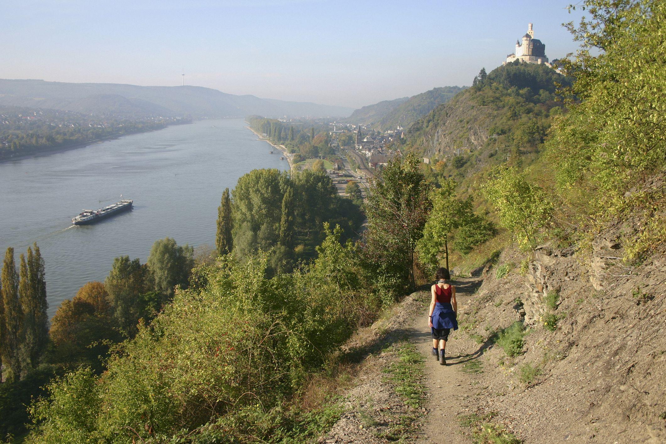 Rheinburgenweg along the Rhine