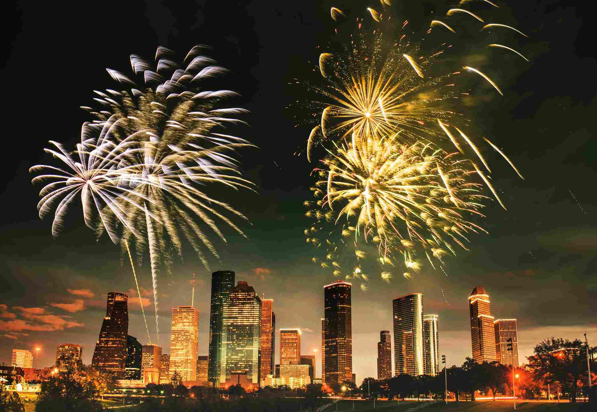 Fuegos artificiales sobre el centro de Houston