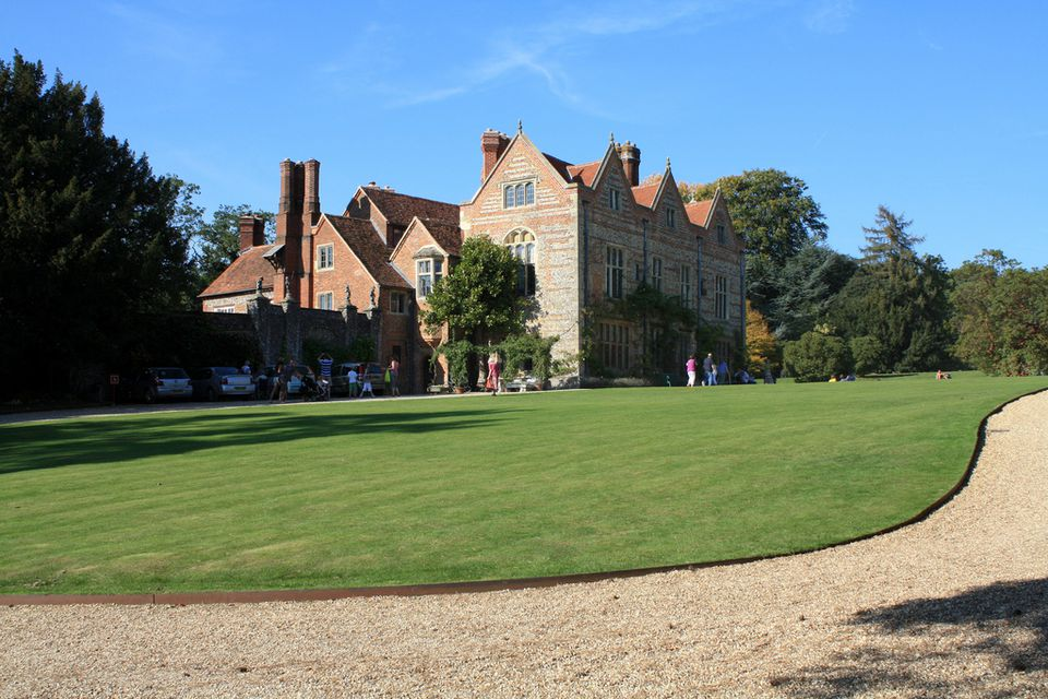 Greys Court near Henley-on-Thames was Downtown Place - the Grantham's possible downsized home.