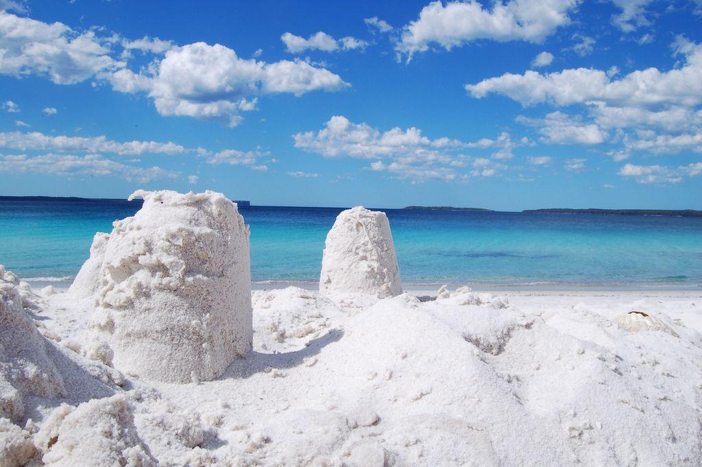 Der verblüffende weiße Sandstrand von Hyam Beach