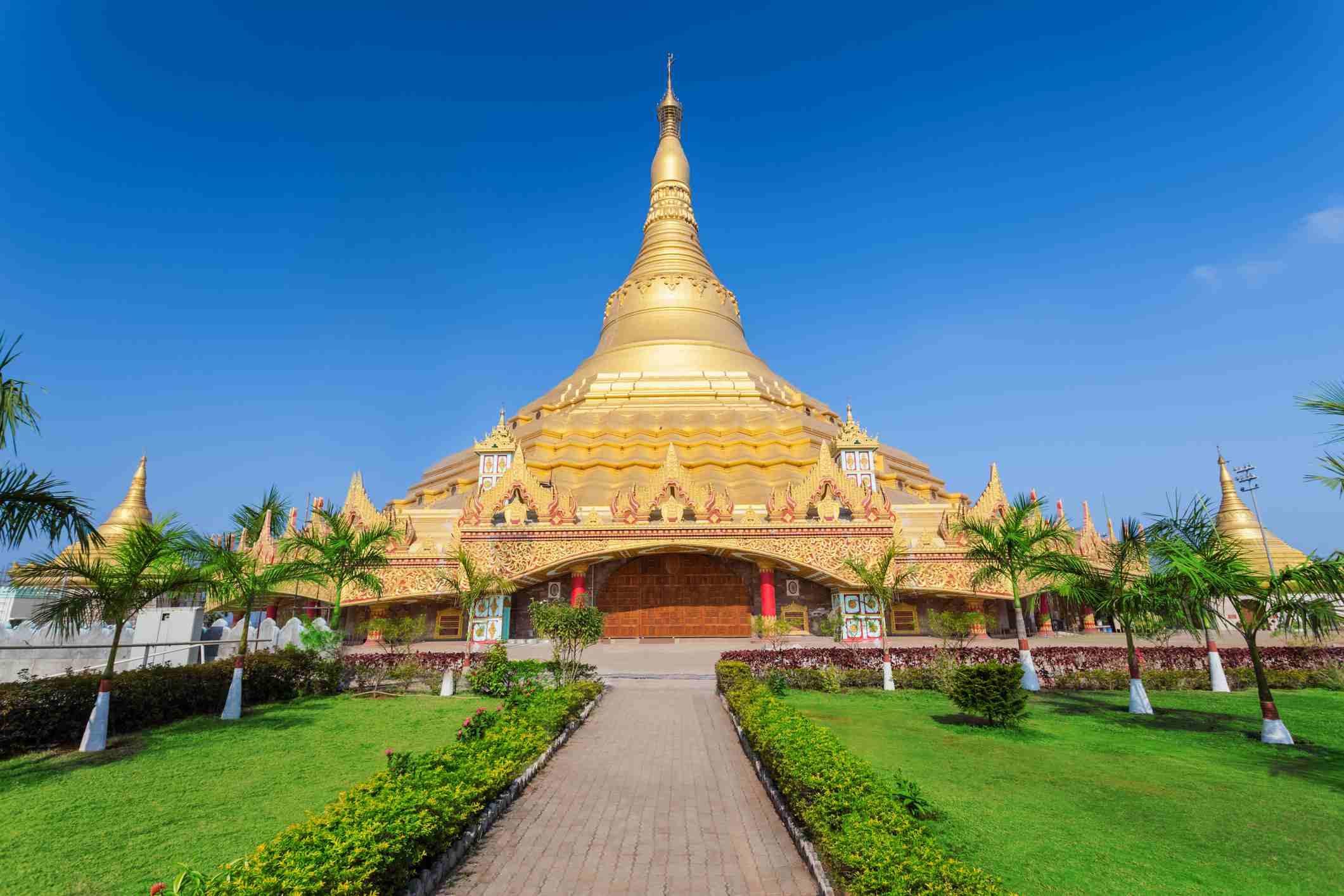 Plano lejano de la Pagoda Global Vipassana La Pagoda Global Vipassana es una Sala de Meditación en Mumbai, India