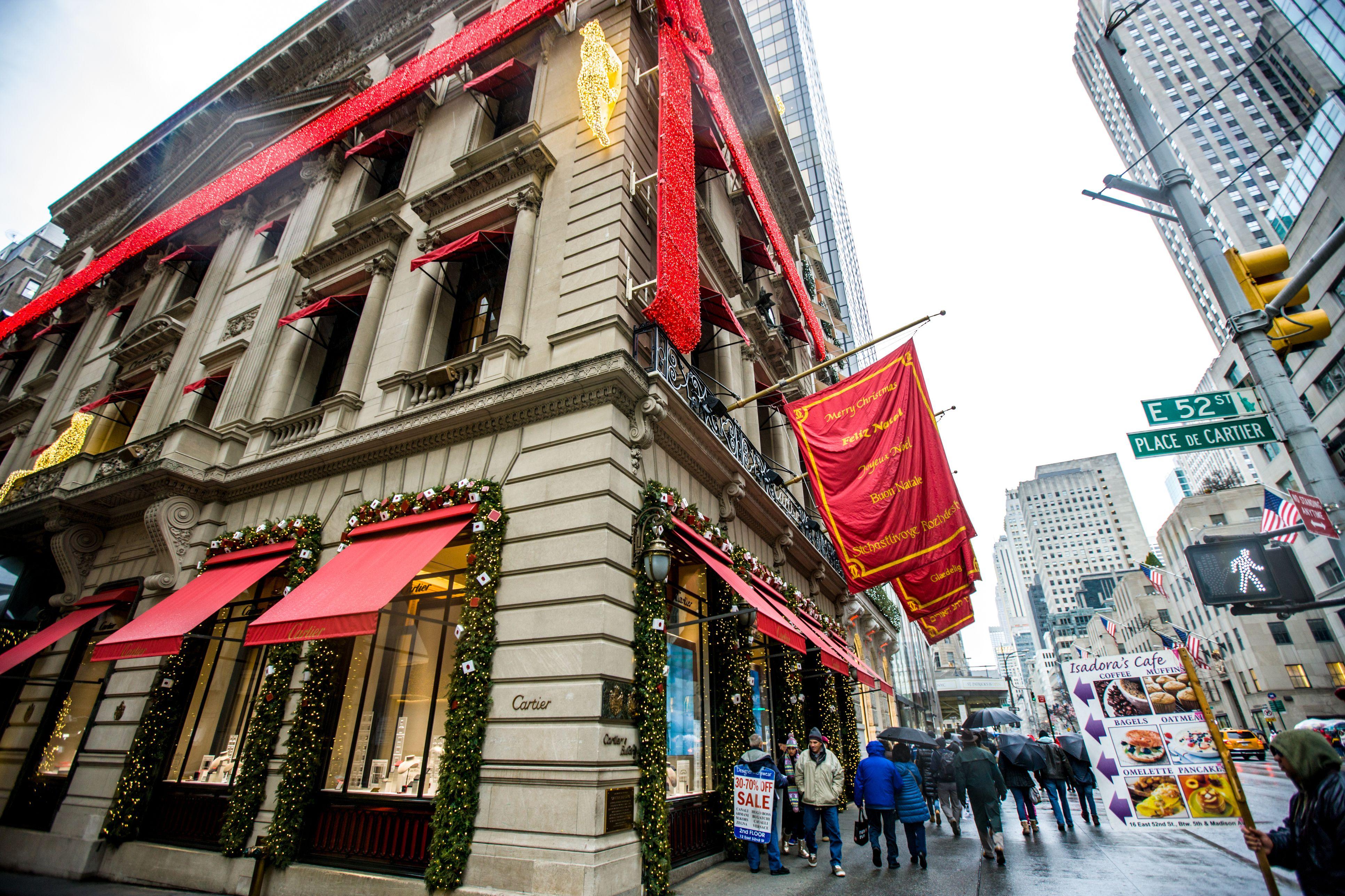 Tienda Cartier decorada para vacaciones de invierno, Nueva York
