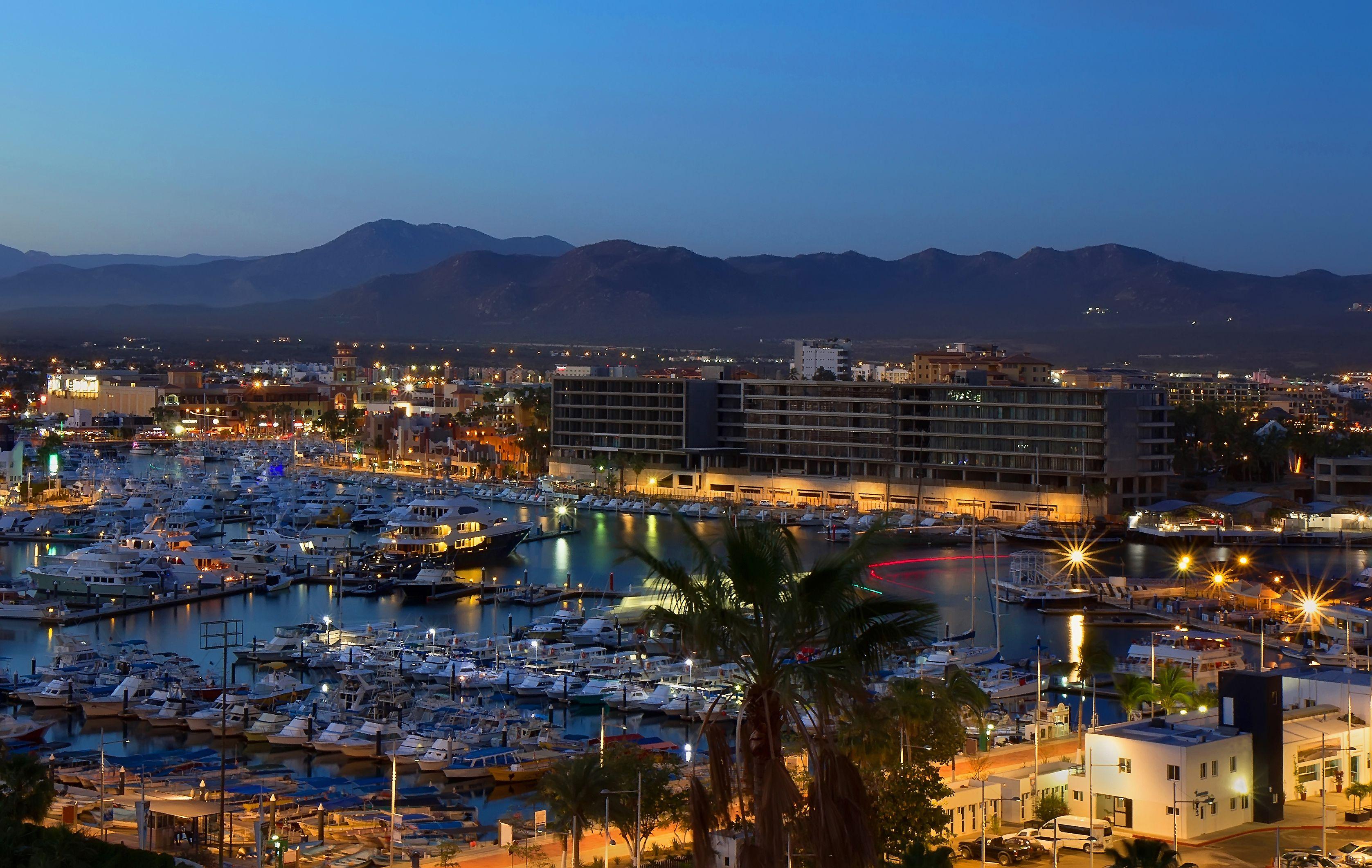 Nightlife in Los Cabos: Best Bars, Clubs, & More
