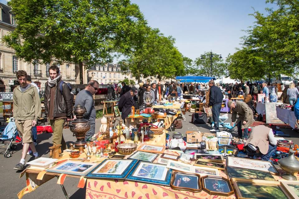 Mercado de pulgas del domingo en Burdeos