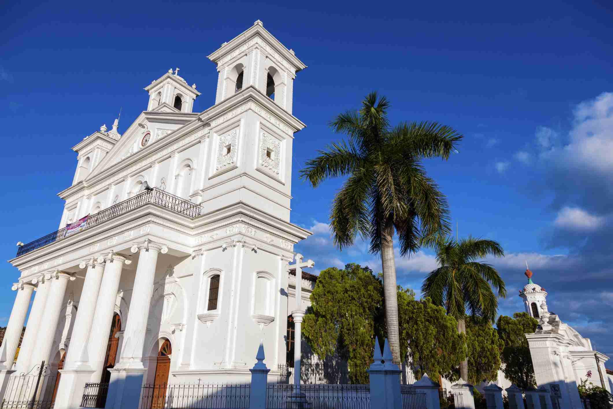 El Salvador, Cuscatlan, Suchitoto, Santa Lucia Church and palm trees