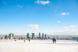 Mont-Royal public park covered in snow with downtown Montréal on the background