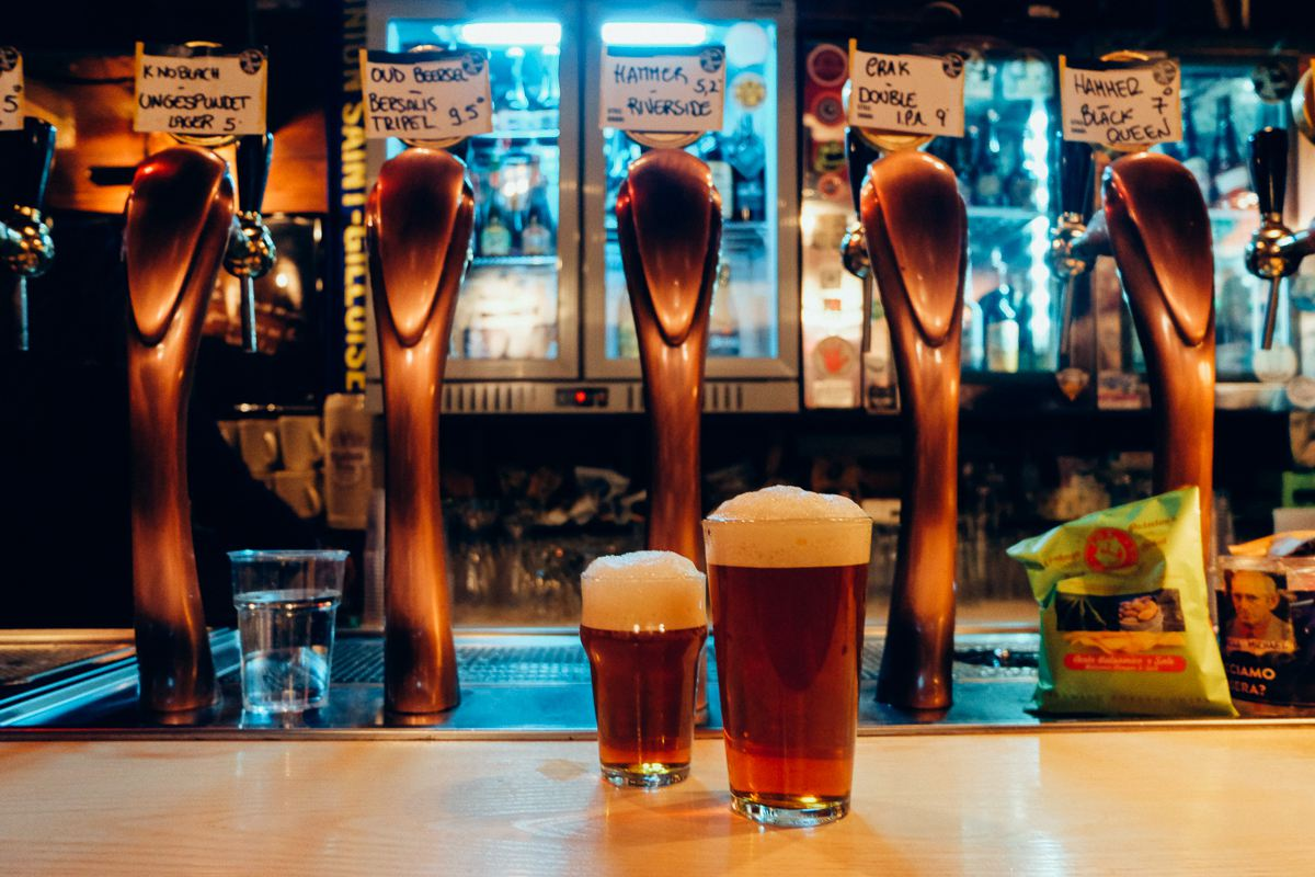 Ma Che—two pints of beer with a large head at beer bar in Rome