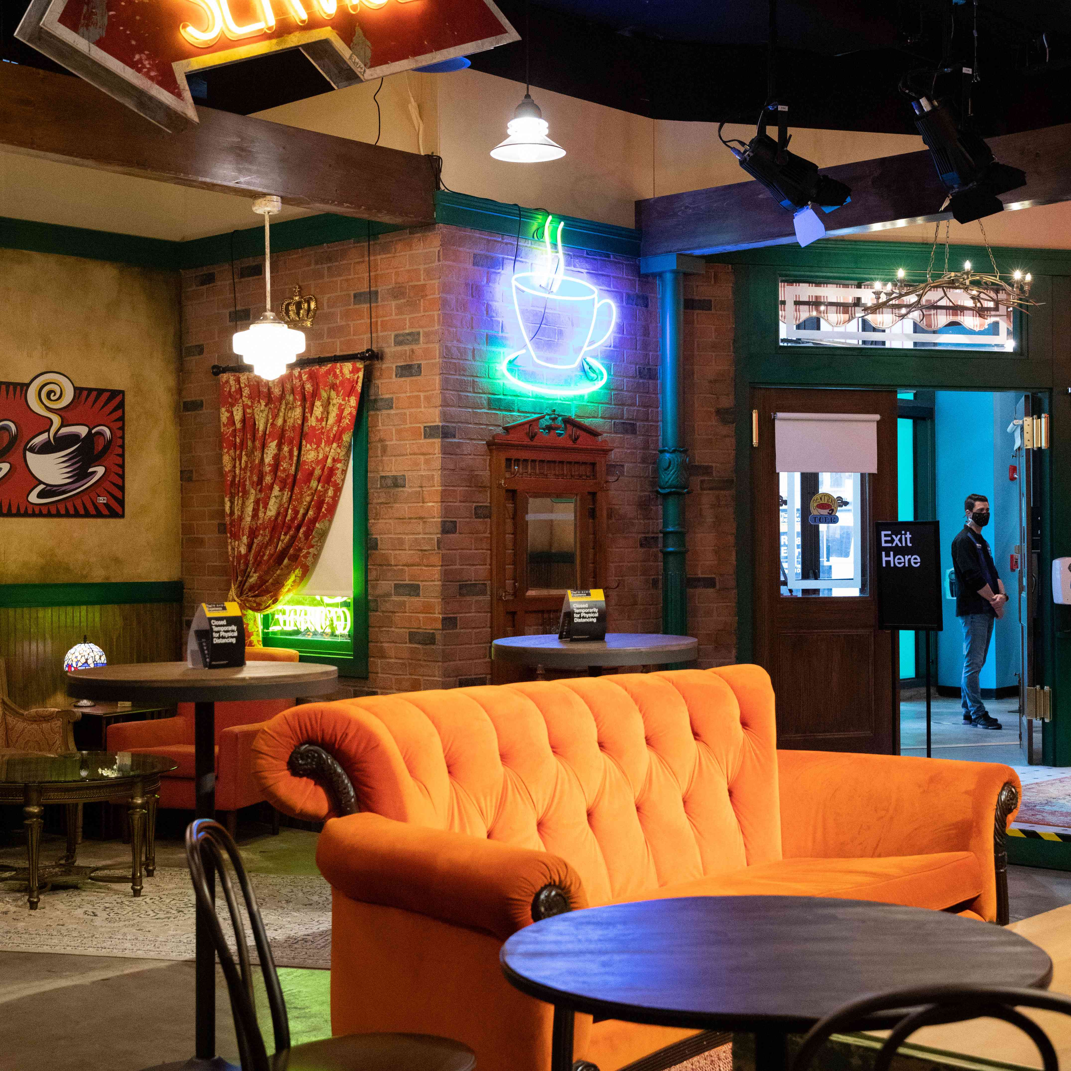 Booking Friends Experience Central Perk