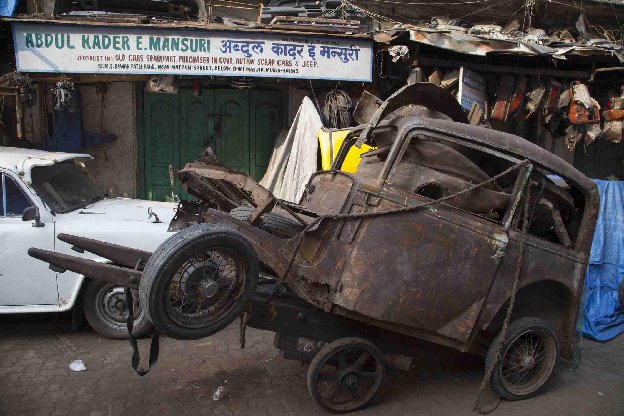 Chor Bazaar Mumbai: A Photo Walk Through and Guide