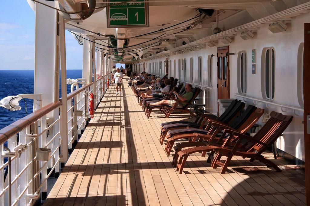 Promenade mid level deck