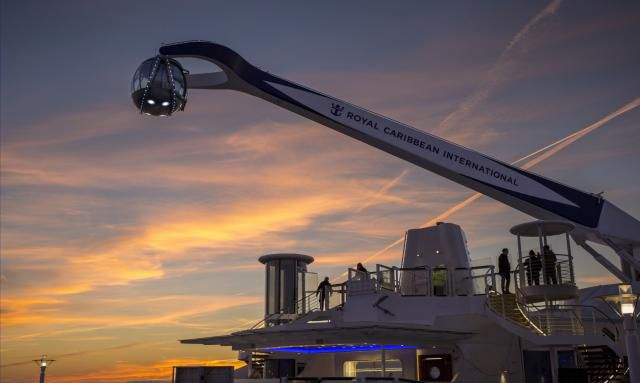 Quantum of the Seas North Star al atardecer