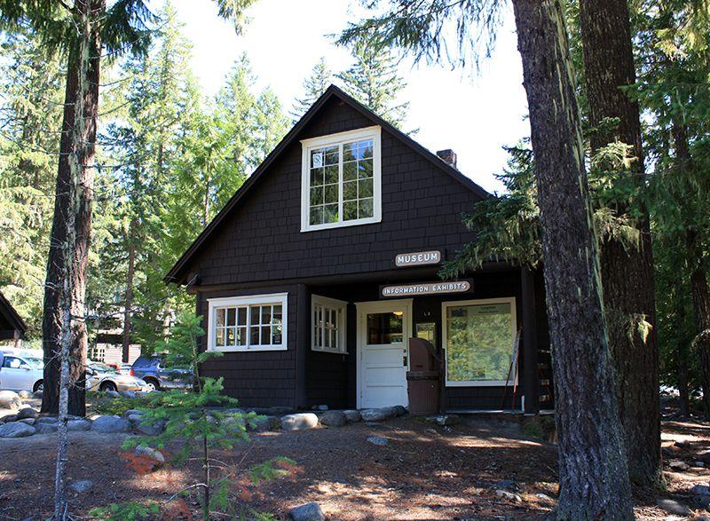 Museo Longmire y Centro de Visitantes en el Parque Nacional Monte Rainier
