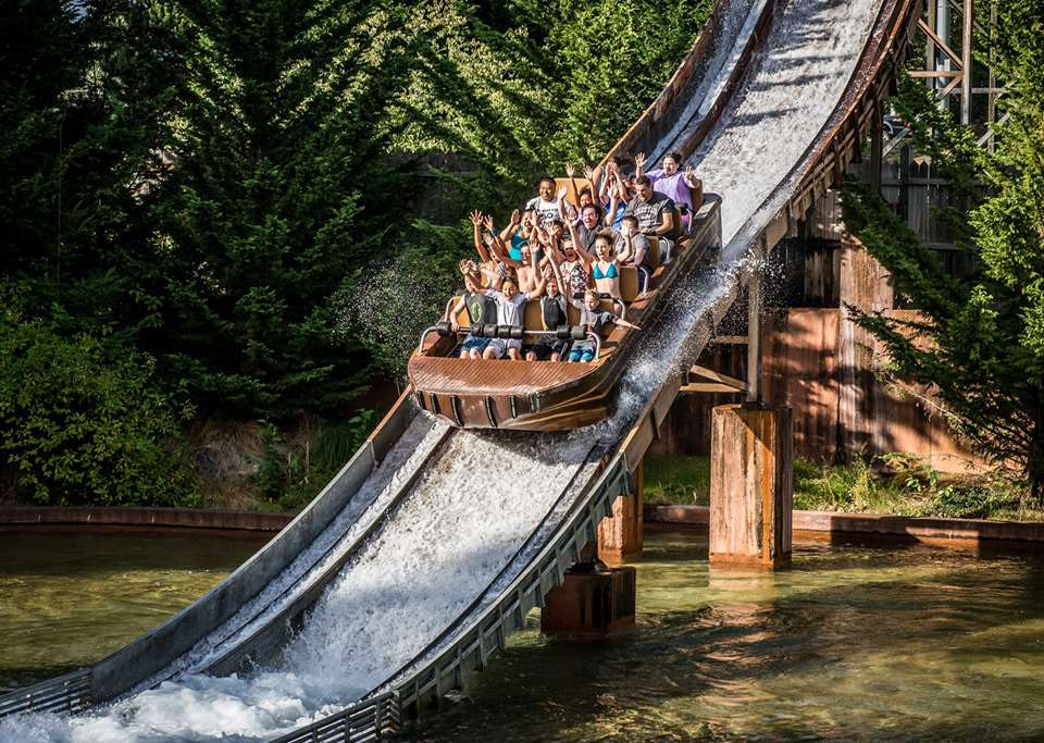 People enjoying the Lumberjack Falls ride at Wild Waves Theme & Water Park in Tacoma