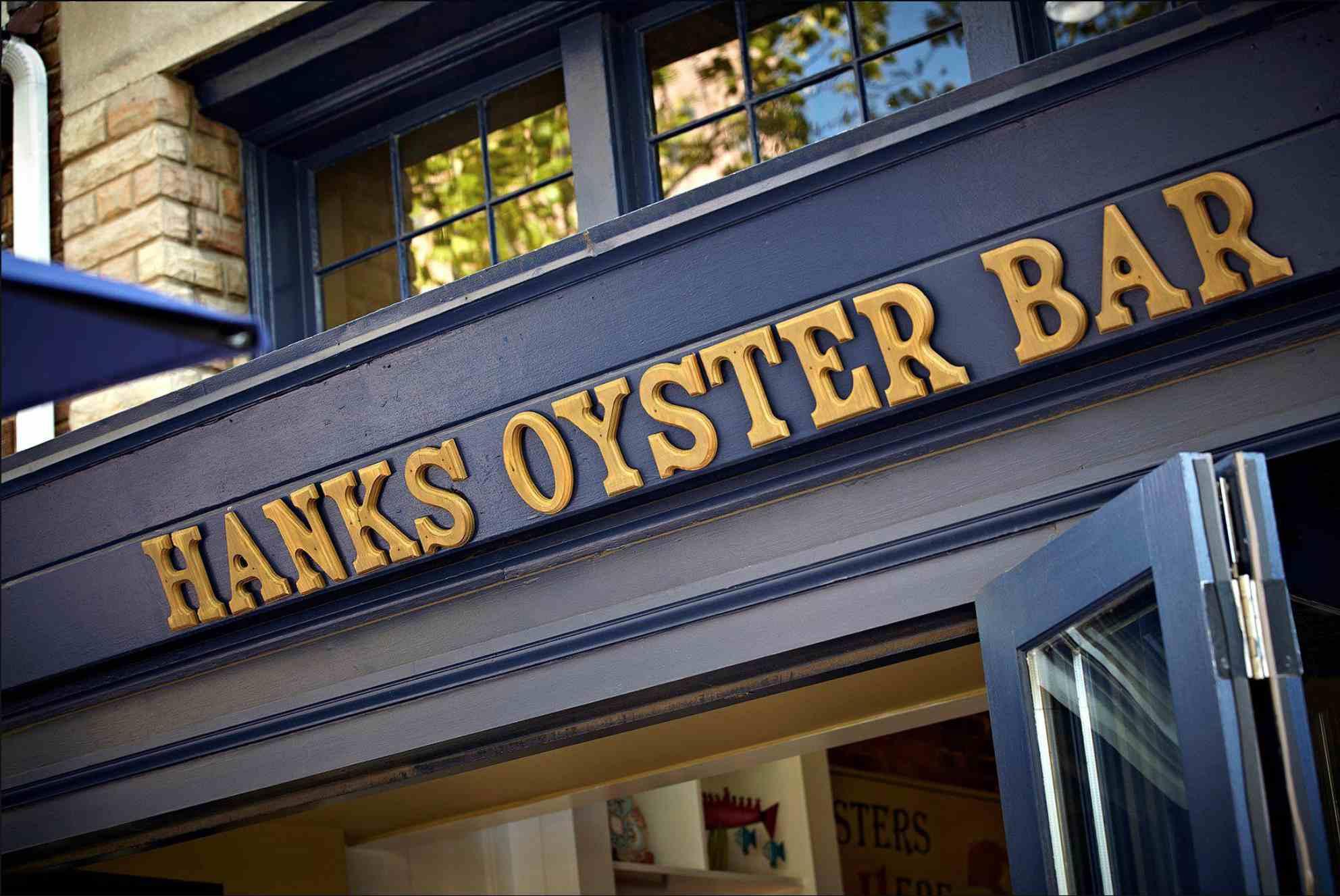 Hank's Oyster Bar sign