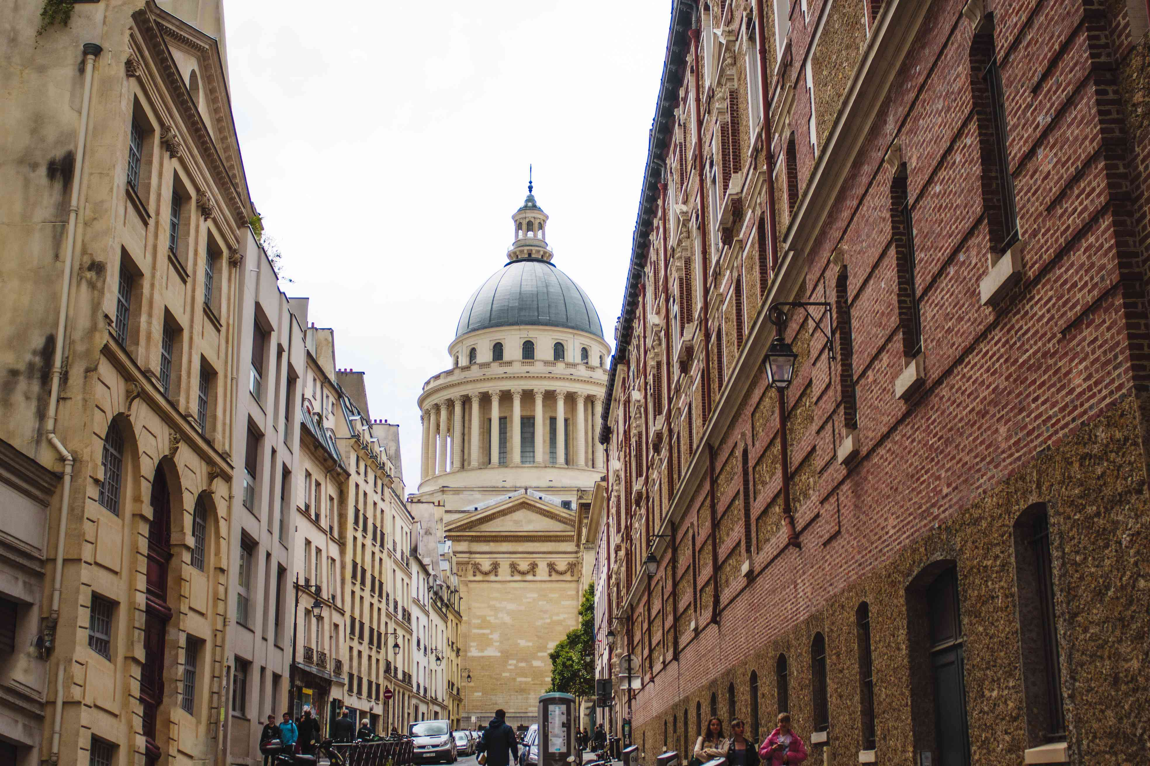 Streets leading up to the Pantheon
