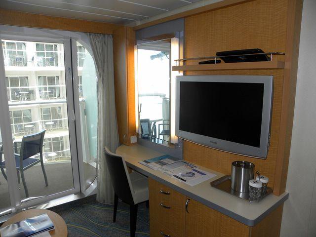 Oasis of the Seas: cabaña con balcón