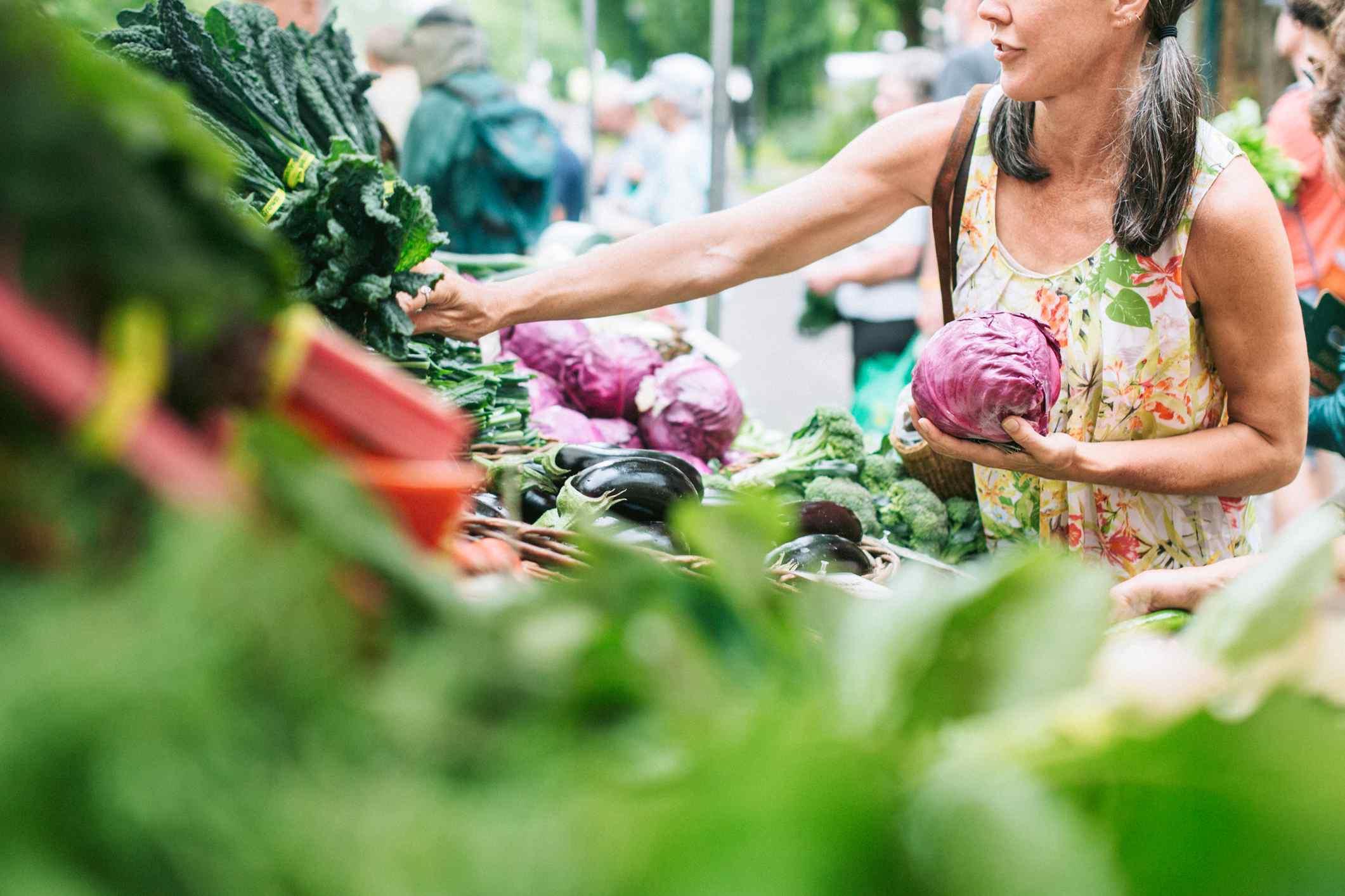 Farmers' market shopping