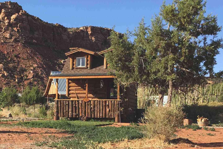 Tiny House Cabin on a Ranch Near Fredonia