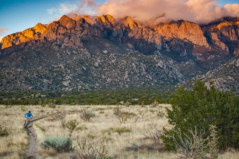 inspiración hombre naturaleza paisaje fitness en Albuquerque