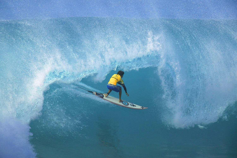 Surfer Oahu's North Shore