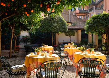 Hotel Santa Maria outdoor seating area