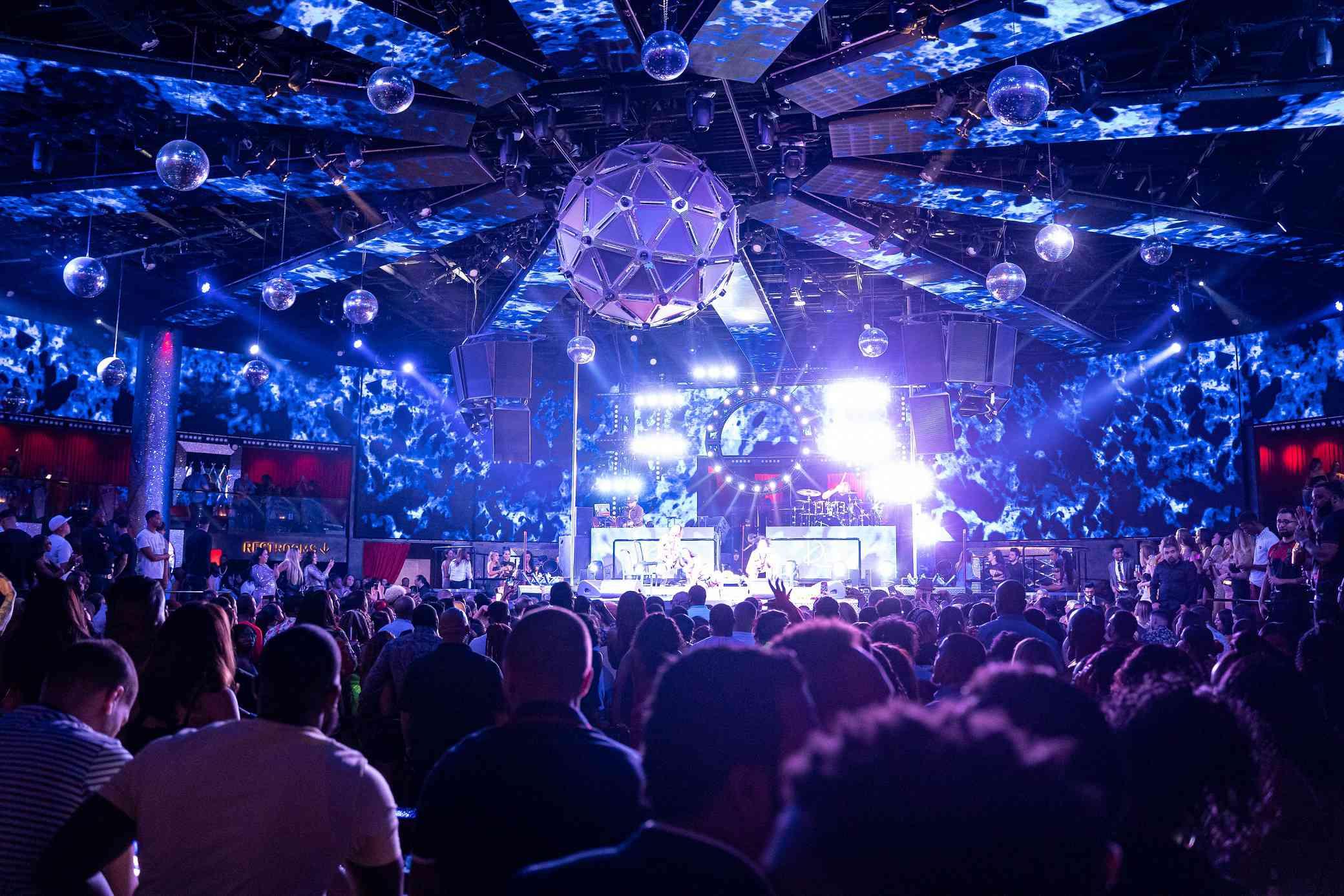 people packed into Drai's Nightclub