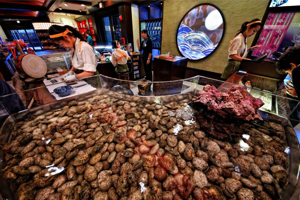 Oysters displayed at Pick A Pearl in the Mitsukoshi store at Epcot's Japan Pavilion.