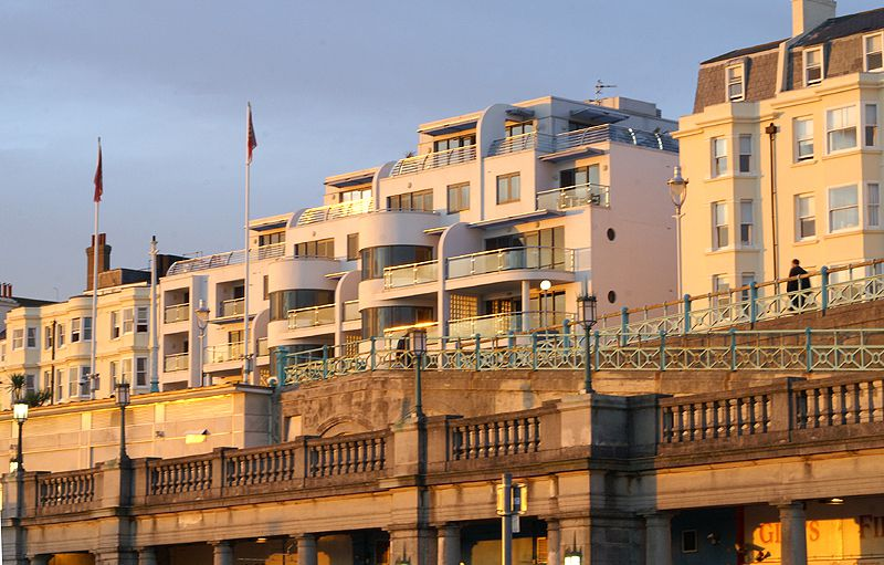 Elegant Brighton Houses Face the English Channel