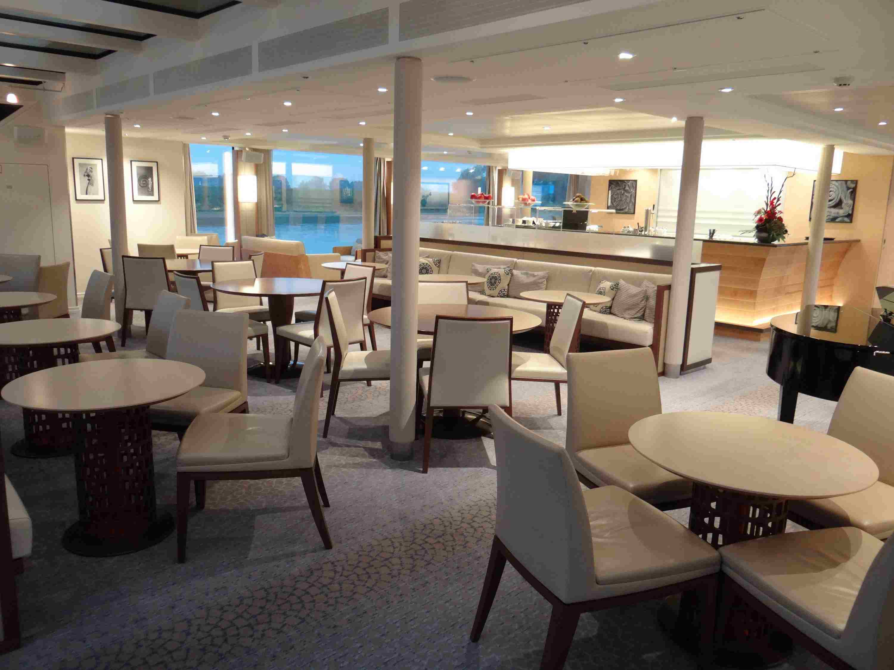 Bar and lounge on the Viking Elbe River cruise ships