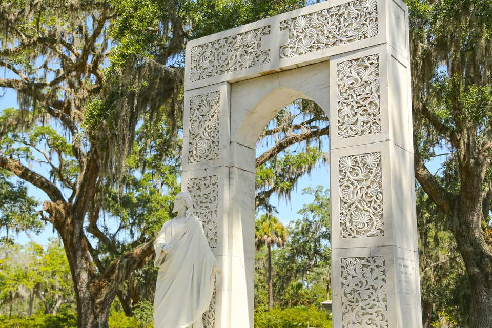 The entrance to the famous St. Bonaventure Cemetery.
