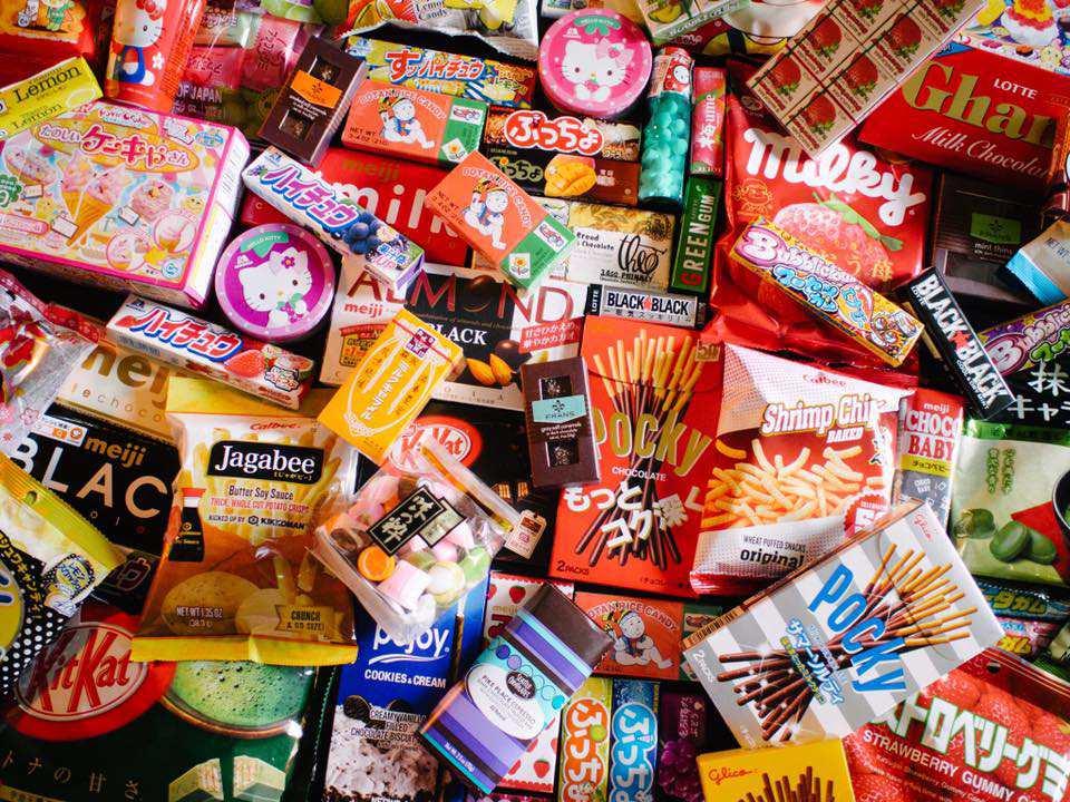 Un montón de dulces asiáticos de Uwajimaya
