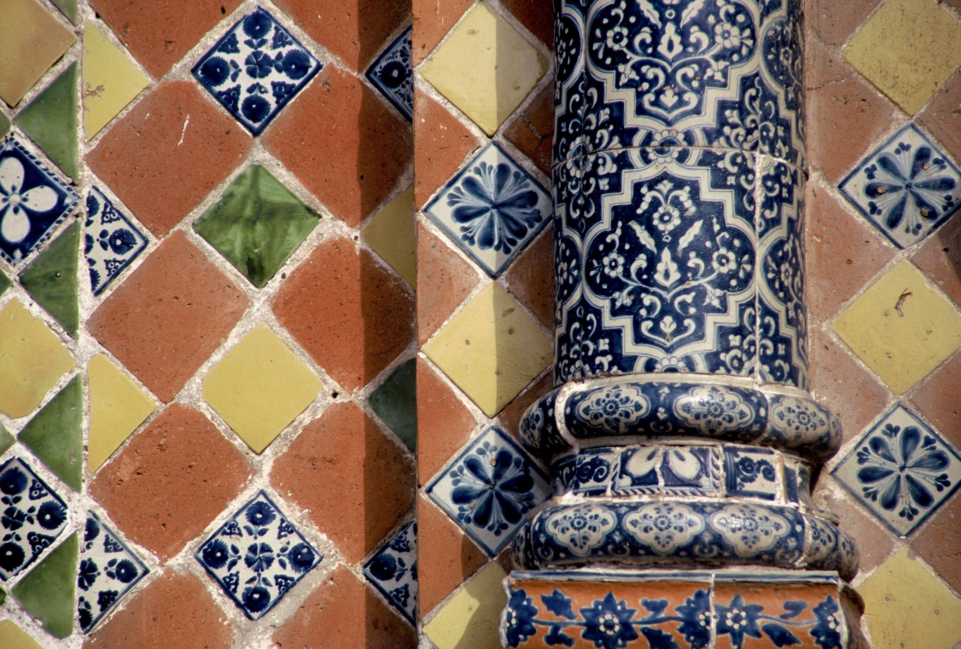 Example of traditional Talavera ceramic tiles on a building in Puebla, Mexio