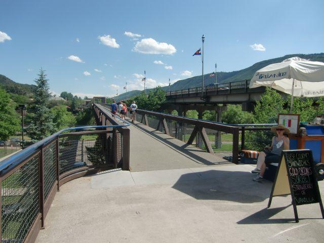 Glenwood Springs, elevated pedestrian walkway over the Colorado River. Photo © Teresa Plowright.