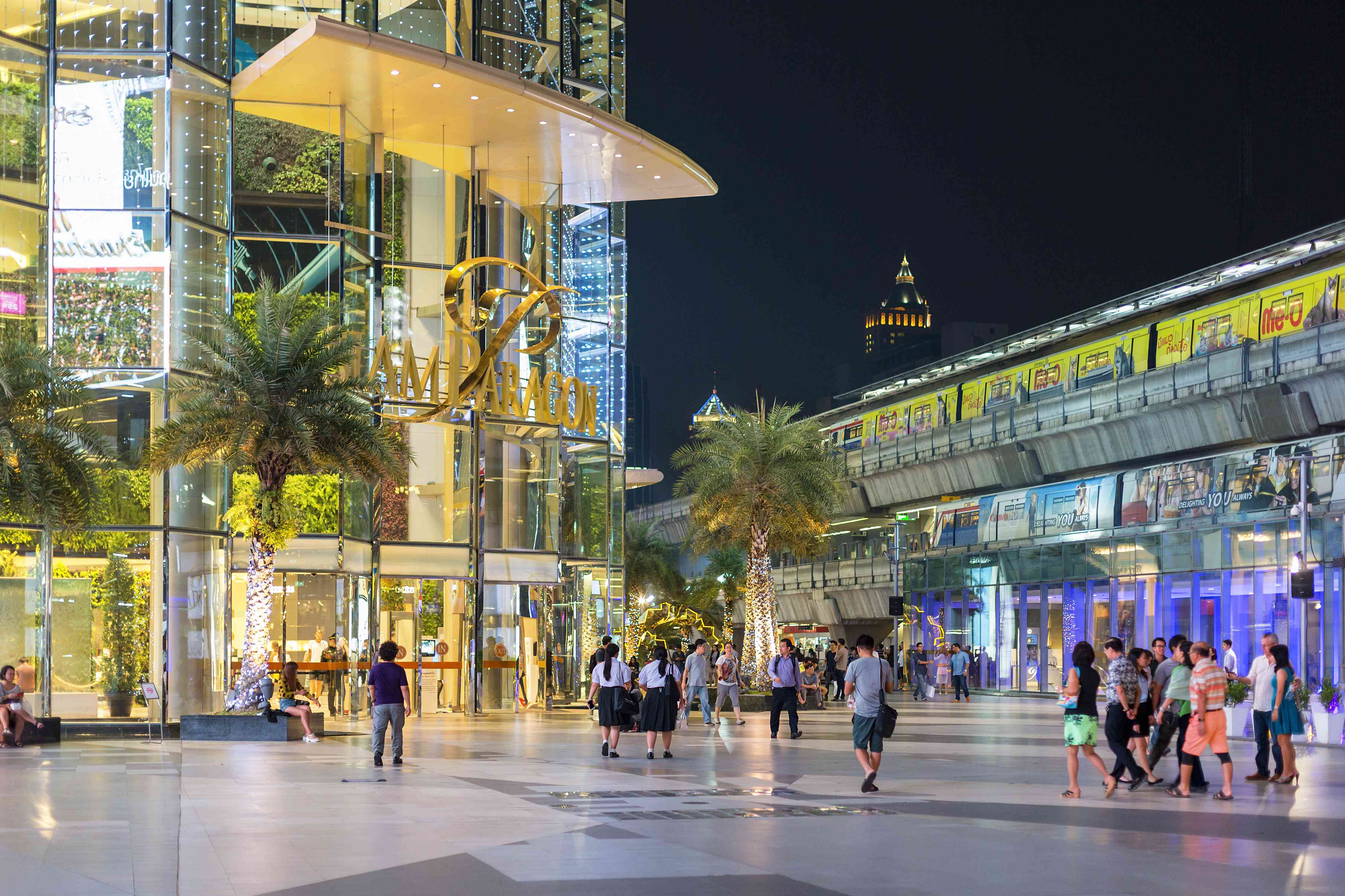 Siam Paragon Mall in Bangkok at night