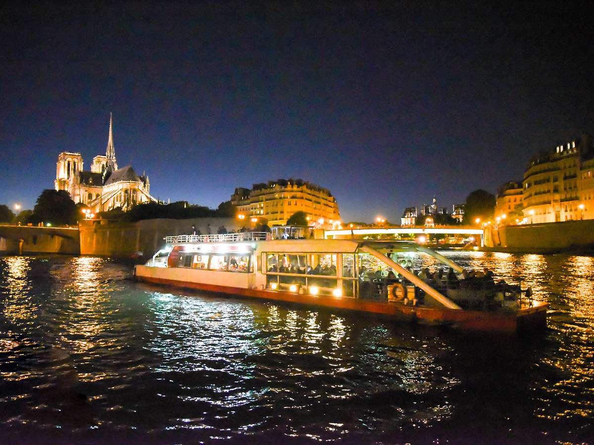 """El crucero con champán Vedettes du Pont Neuf """"La Parisienne"""""""