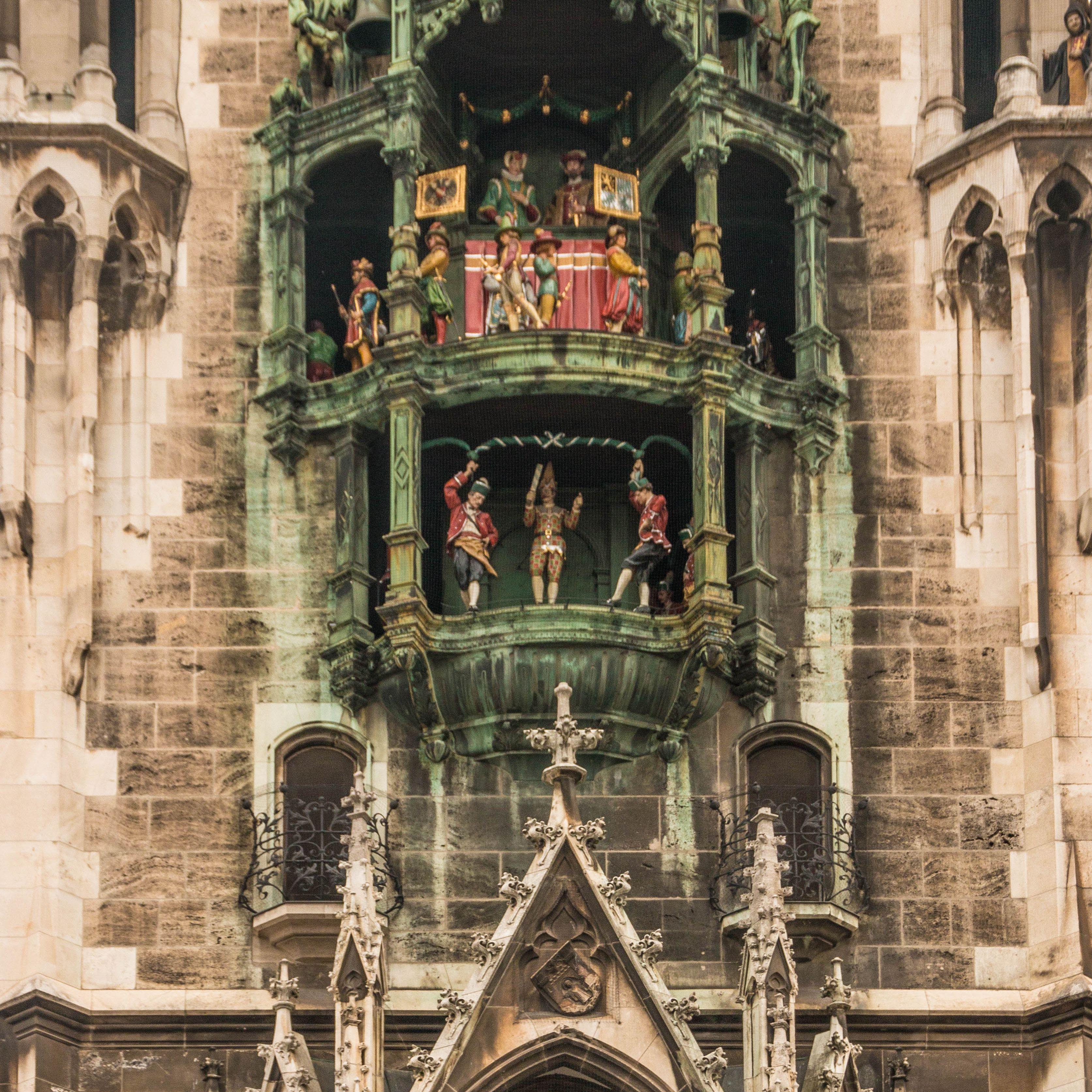 The glockenspiel at the Rathaus in Munich